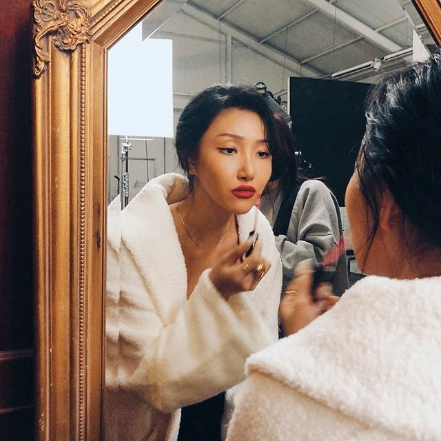 <b>MAMAMOO华莎化妆TIPS公开!增强眼妆深邃感的秘诀是...?</b>